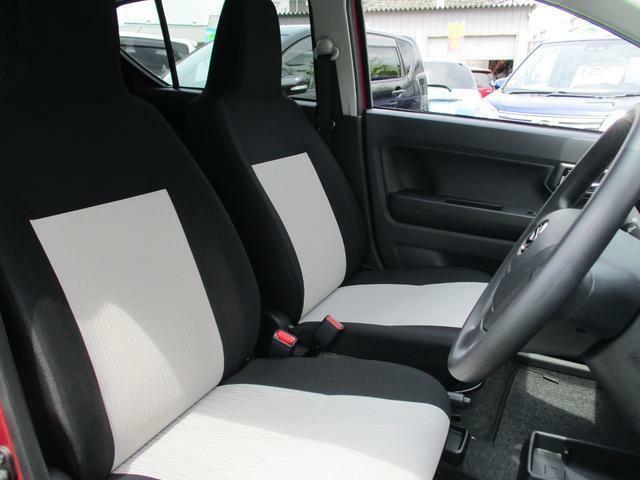 フロントシートは、ブラックとオフホワイトのおしゃれなコンビカラー☆