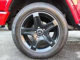純正AMG製19インチ、グレード専用ホイールを装備!!タイヤは4本共にピレリ製タイヤで残溝も約8分御座います。