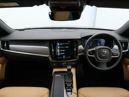 2017年モデル!V90 T5モメンタムが入庫しました!本革仕様で内外装の状態も良好!大容量のラゲッジスペース!先進の安全・運転支援機能はもちろん、シートヒーターなど快適装備も充実!