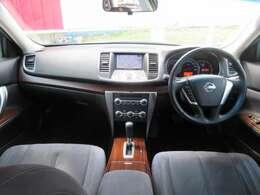 運転席周りです。内装は少し高品質になっていてとてもかっこいいですね。