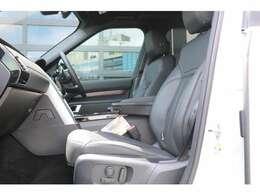 シートパック3 - メモリー12 x 12ウェイグレインレザーシート、フロント&リア・シートヒーター