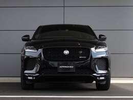 LEDヘッドライトと特徴的なLEDリアライトは、路上で際立つ存在感を発揮。