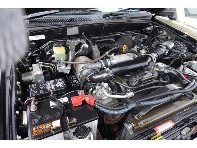 2L型2400ccディーゼルターボエンジン搭載!!エンジンルームはとても綺麗でもちろんエンジン好調です♪♪