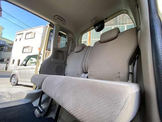後部座席です!お好みに合わせてアレンジできるので便利です!シートカバー等の取り付け可能です!