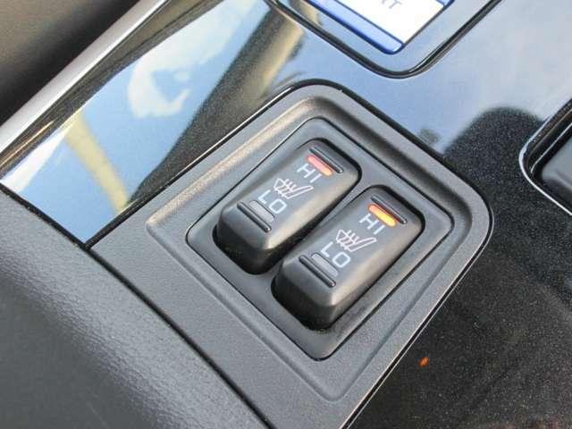 シートヒーター付。寒い日にはこれで運転席助手席シートが温かです。