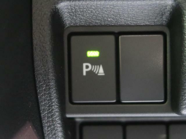 ●パーキングセンサー『バンパーに埋め込まれたセンサーにより障害物を検知、ドライバーに警告音で注意を促す安全運転支援機能です。』