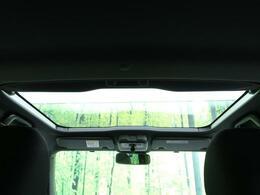 ●【ガラスルーフ】装備!快適なドライブにぜひ欲しい装備☆解放感ある室内をご堪能下さい。