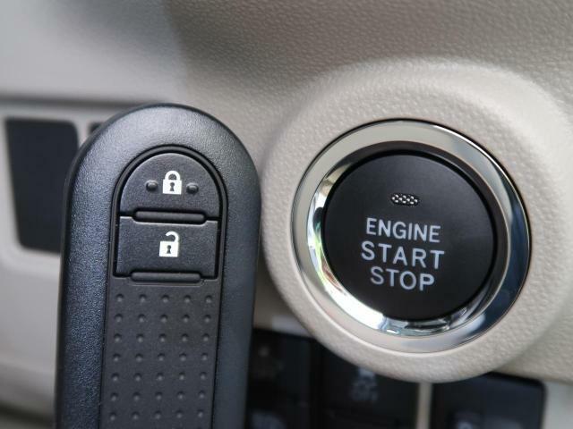 スマートキーを装備!【乗り降り楽々、スマートキー装備♪ポケットやカバンに入れたままでエンジン始動やドアのロック&アンロックが可能です♪】