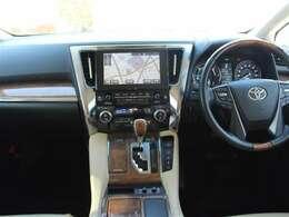 エグゼクティブに恥じない装備と運転装置!運転するのも後ろに乗るのも特別なクルマです!
