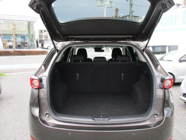 ■ラゲッジスペース使い勝手のよいラゲッジスペース!ワンアクションでシート可倒もできてとても便利です!