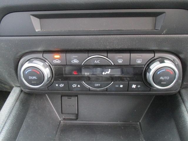 ■フルオートエアコン(運転席/助手席独立コントロール機能+花粉除去フィルター)つき運転席と助手席で独立して温度を操作できるので快適な室内環境を実現できます!