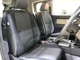 運転席助手席共に目立つようなキズ、汚れ無くキレイに保たれております♪