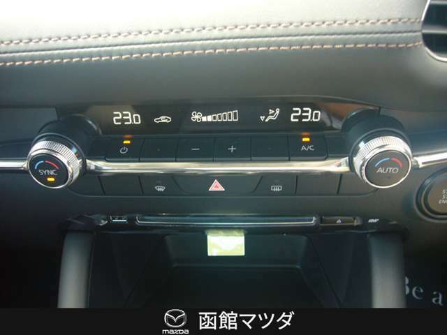 温度調節も簡単なフルオートエアコン!!年中快適に!!