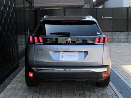 【新車保証継承】初度登録日から3年間(走行距離無制限)のメーカー新車保証を継承してご納車いたします。ご納車後、保証期間内は全国のプジョー正規ディーラーで保証整備をお受けいただけます