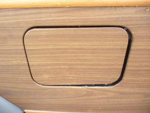 細かいですがコダワリのカスタムポイントとなります。木目の目地を合わせて貼るのがひと手間ですが仕上がりが違います♪
