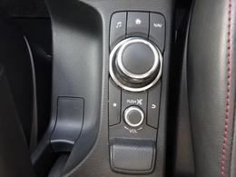 ドライビング姿勢を崩すことなく操作ができるコマンダーコントロール。優れた機能性で各種操作に気をとられることなく運転に集中できます。