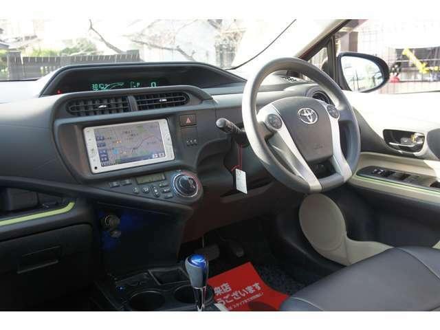 スマートキー・純正SDナビ・ワンセグTV・Bluetoothオーディオ・ETC・プッシュスタート・ドアバイザー・ブラックレザーシートカバー・電動格納ミラー・ヘッドライトレベライザー・ユーザー下取車両