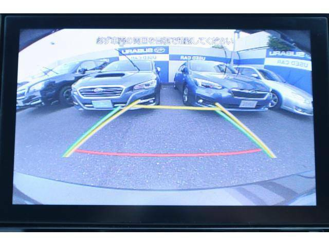 車庫入れの際などの後退時にも安心のバックカメラ