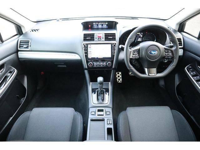 運転視界良好で操作もしやすい位置にスイッチ類を配置