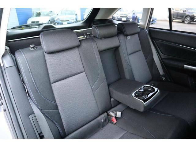 後席もゆとりの広さを確保してますので同乗者も快適に