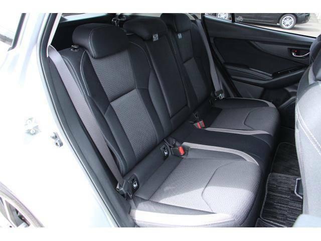 ゆったりとくつろげる後席スペース!開口部も広く、荷物やチャイルドシートの積み降ろしなどが楽に行えます!