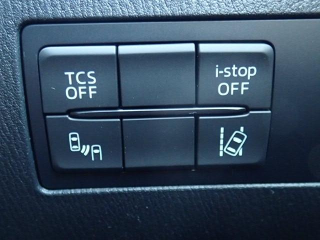運転支援装備のオンオフもボタンをまとめて配置しております。
