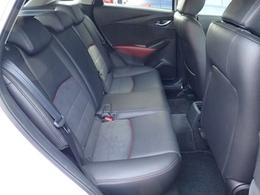 後部座席はデミオよりヘッドクリアランスがあり、乗降性は向上しております。