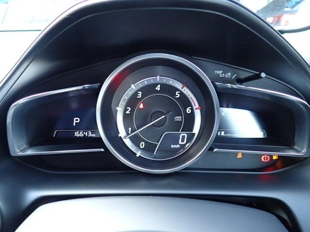 センタータコメーターにデジタルの速度計を採用。見やすさとカッコ良さの両立です!