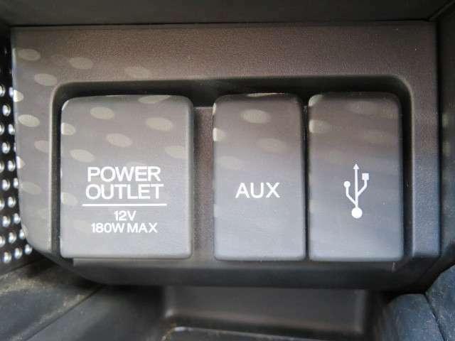 USBやAUXでお手持ちのスマートフォンと接続が可能です!