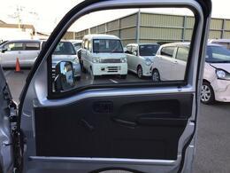 運転席側のドアの内側です。