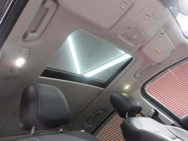 オプション設定の大型サンルーフを装備。車内も明るく開放的になり、人気のオプションです。また、買取査定にもプラスされますので乗り換え時にもセールスポイントになります!