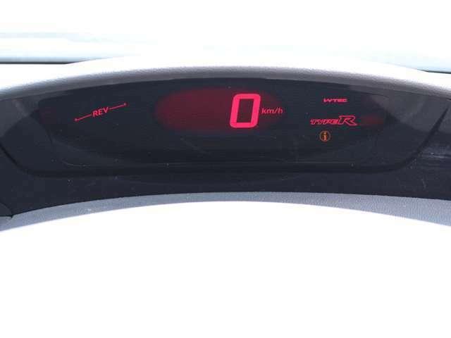 スピードメーターは、見やすいデジタルメーターにて表示します!