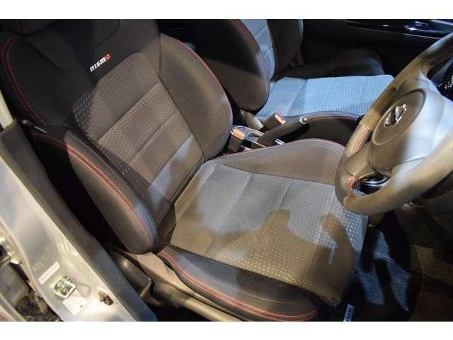 ニスモSにはニスモセミバケットシートが標準装備!擦れや破れもなくコンディションも良好です。