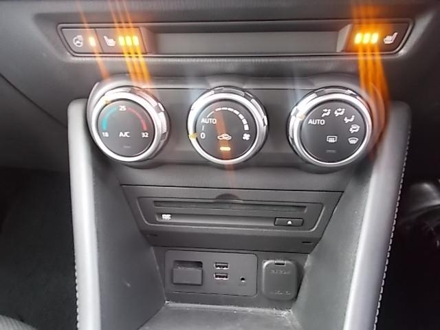 なんと快適なフルオートエアコンです。シートヒーターやハンドルヒーターもあります。