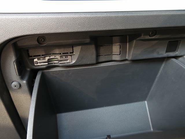 グローブボックス内には高速走行で便利なETCが装着されています!