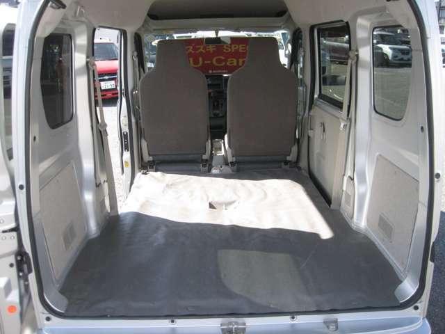 後席を倒せば、長い荷物や大きい荷物を載せることができます!