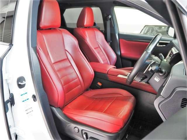 赤革スポーツシート/シートエアコン(運転席・助手席)/シートヒーター(運転席・助手席)/パワーシート/シートメモリー/パワーイージーアクセス