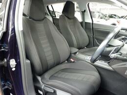 フロントシートは、しっかりしたサイドサポートで高いホールド性を確保