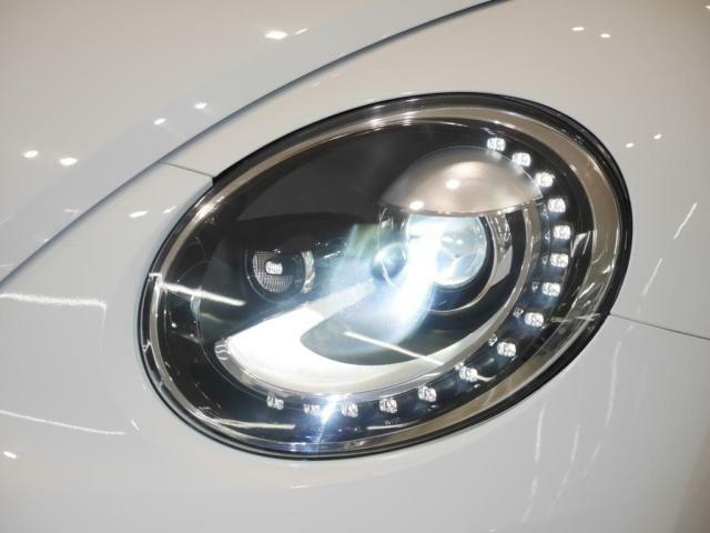 バイキセノンヘッドライト、ポジションランプLEDがフロントフェイスを表情豊かにします。