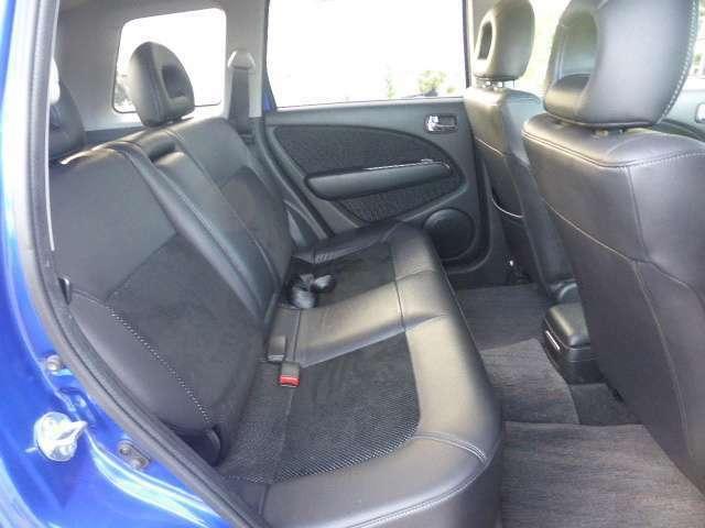 前席は実用着座位置で撮影をしています。それでもこれだけ広いですよ。