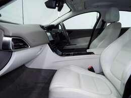 フロントシートにはパワーシートを装備。セッティングが可能ですので、ドライバーのベストポディションをご提供いたします。