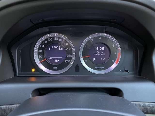 11.8万kmも走行しているとは思えないです(≧v≦)スピードメーターはどこまで指すのか・・・(笑)
