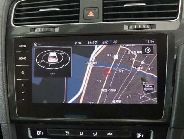 """★Volkswagen純正インフォテイメントシステム""""Discover Proのナビゲーションシステムです。全面タッチスクリーンによりまるでスマートフォンのように画面上を軽くタッチするだけで反応します。"""