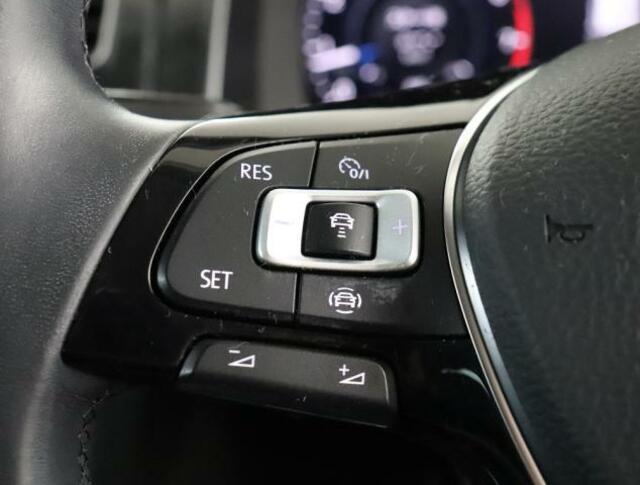 ★ACC(アダプティブクルーズコントロール)はアクセルペダルを踏まなくとも設定した速度を維持するクルーズコントロールに、車間距離保持機能を盛り込んだ便利な装備です。
