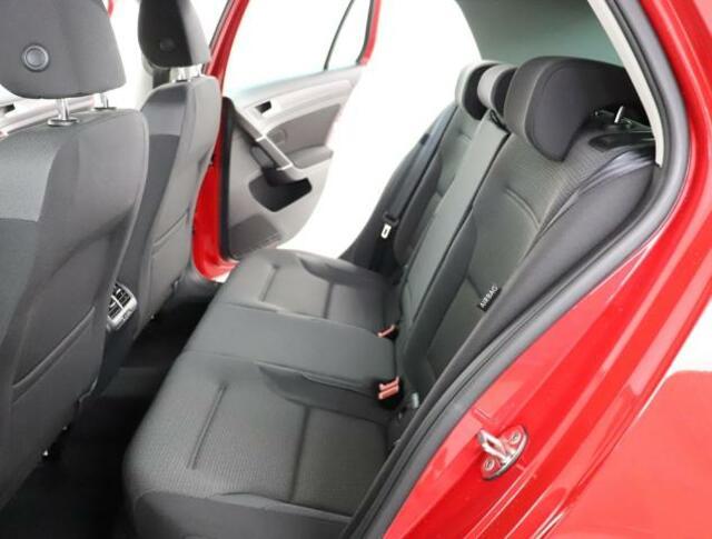 ★シンプルで機能的なPeople'carを実現するインテリアです。適度なタイト感と圧迫感を感じないシートになっております。