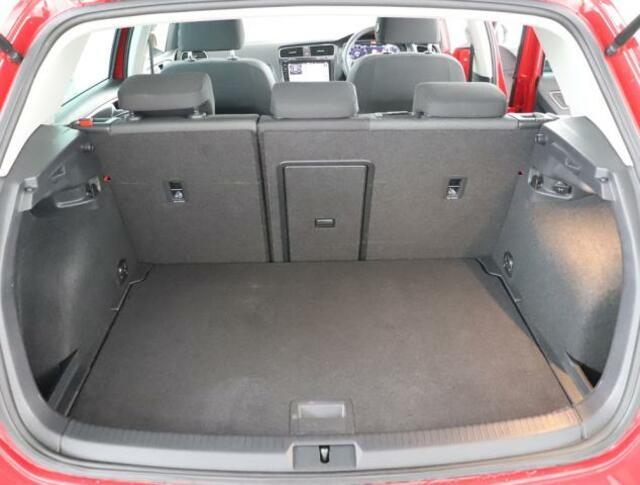 ★ラゲージスペースはこのようになります。後席の背もたれを倒せば、1270リットルもの広大なスペースが出現します。