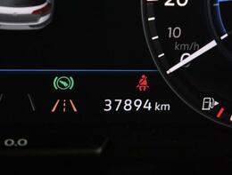 ★走行距離です。マルチファンクションインジゲーターは時刻、瞬間、平均燃費、走行距離、平均速度などドライビングに役立つ情報が得られます。