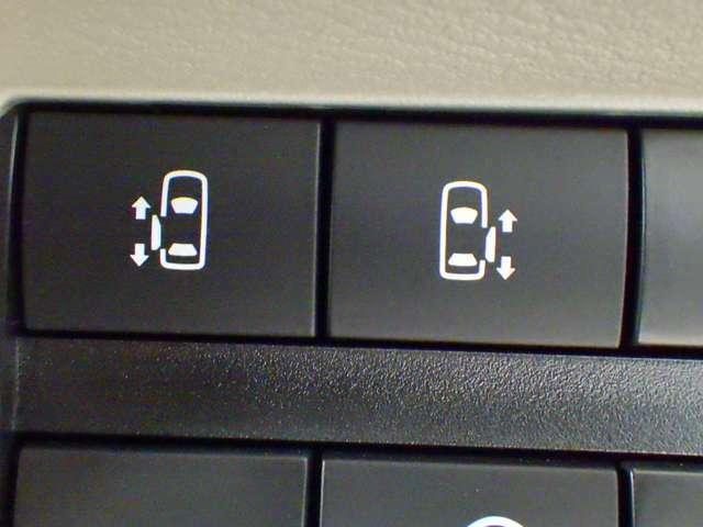 両側電動スライドア
