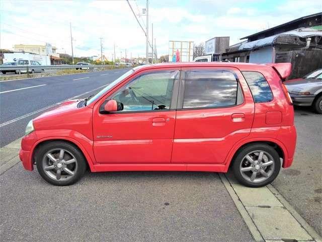 真っ赤なKeiワークスは珍しいですね♪面白いだけでは無くカッコカワイイ車ですね♪