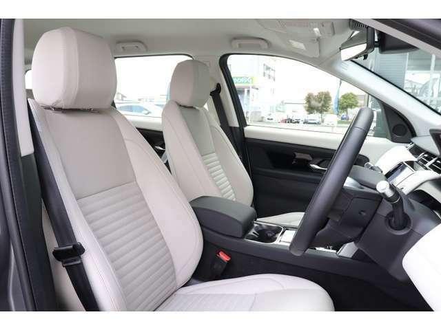 シートは美しく、高めのシートポジションにより運転しやすさを兼ね備えてます。